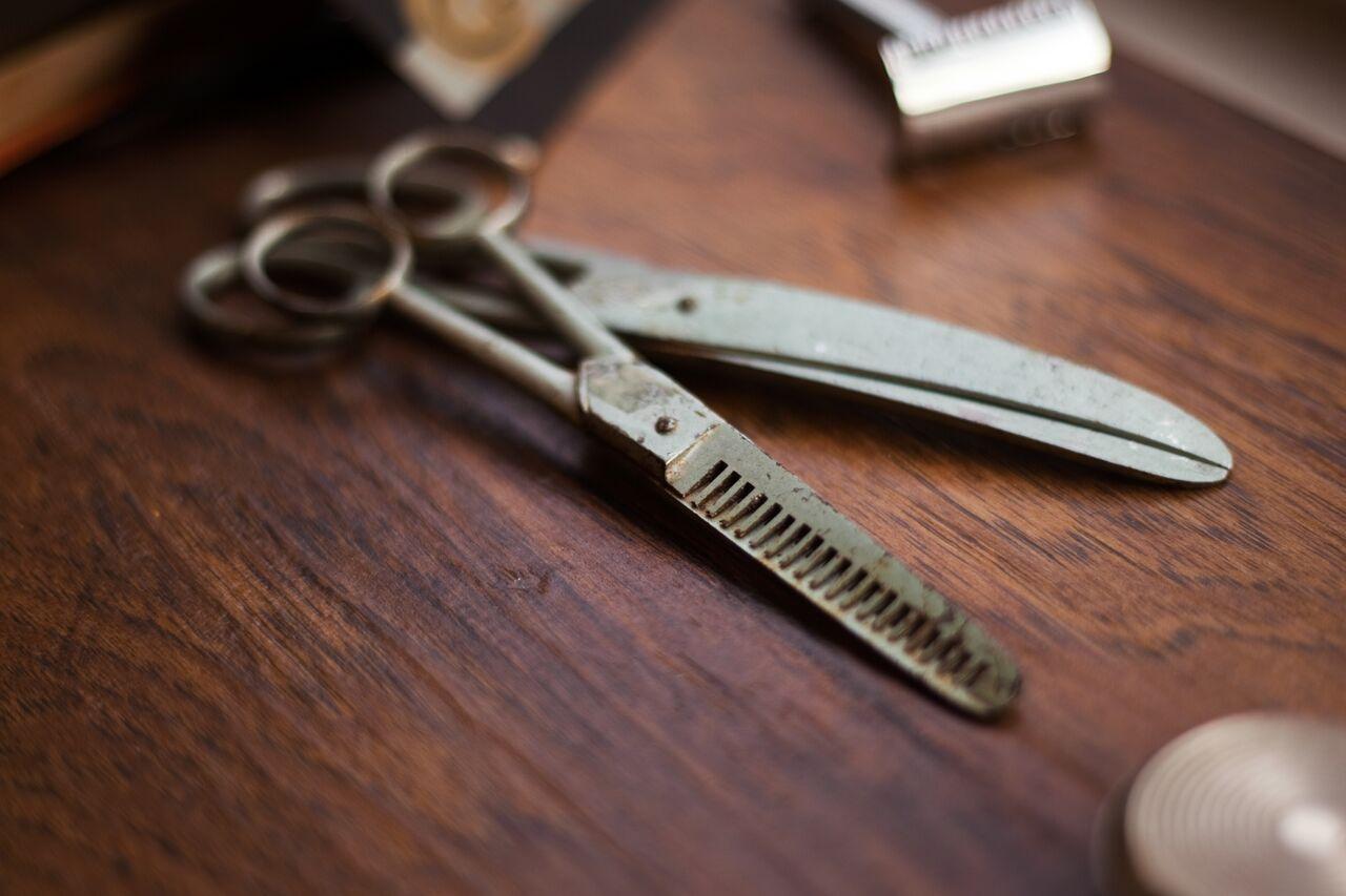 Detailaufnahme: Friseurberuf als traditionelles Handwerk